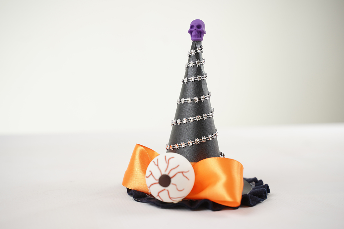 Witches hat chocolate favor